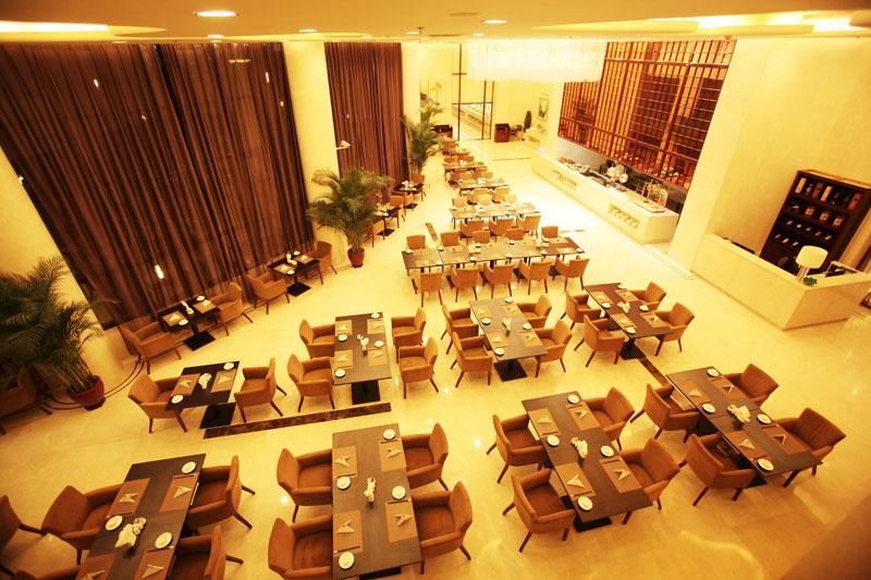 松鹤建国主要由翠园西餐厅,揽月轩中餐厅二大部分组成,可同时接待300